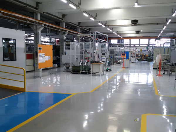 Pavimento-in-resina-garage-Reggio-emilia