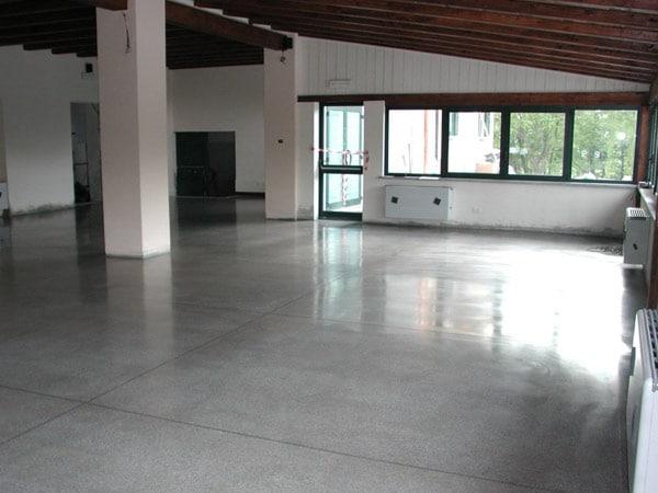 Pavimento cemento levigato cemento armato precompresso - Pavimenti in cemento per interni ...