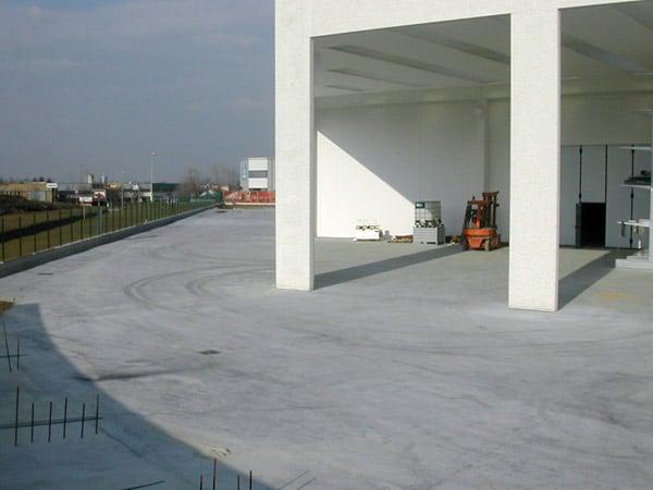 Pavimento in cemento reggio emilia parma interni esterni for Negozi arredamento reggio emilia