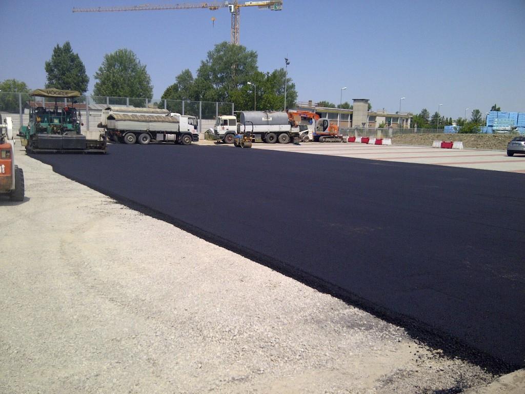 Lavori-di-asfaltatura-strada-privata-Cadelbosco-di-sopra