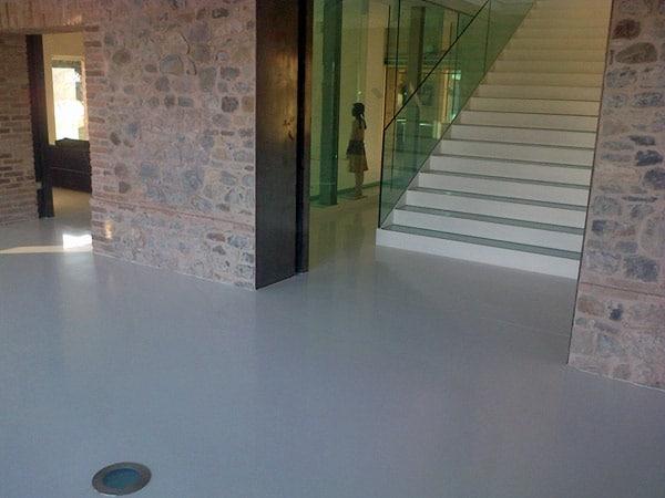 Pavimenti-decorativi-per-negozi-Cadelbosco-di-sopra